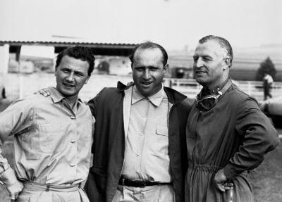 Das Mercedes-Benz Rennfahrer-Team von links: Hans Herrmann, Juan Manuel Fangio und Karl Kling