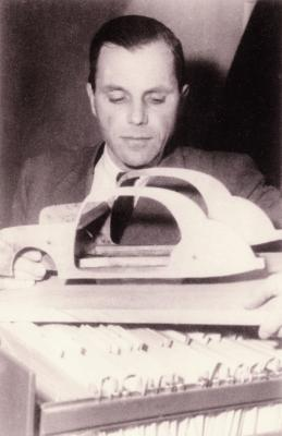 1939 - Start der Pkw-Sicherheitsentwicklung durch Béla Barényi