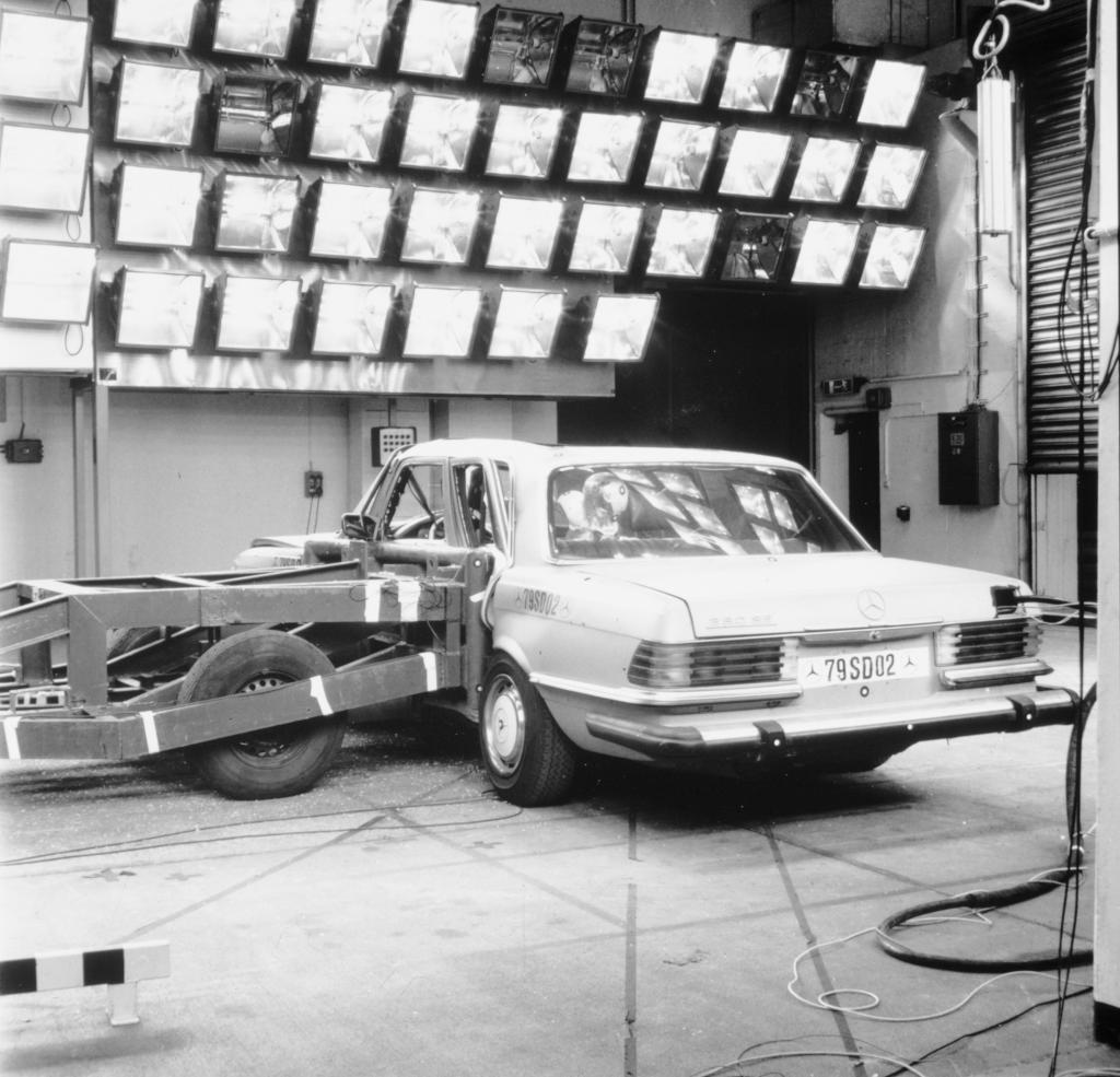 Seitencrash mit einer Mercedes-Benz S-Klasse der Baureihe 116, 1979