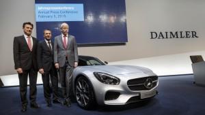 Auf der Überholspur: Der Daimler Vorstand und der AMG GT (Bild: Daimler AG)