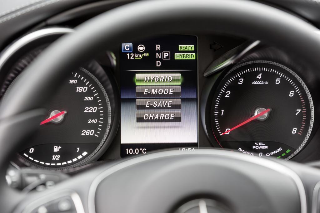 Man kann die Antriebsart auch selbst wählen (Bild: Daimler AG)
