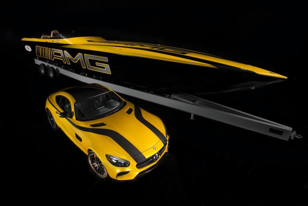 Sehen nicht nur schnell aus: Der AMG GT und das Cigarette 50 Marauder (Bild: Daimler AG)