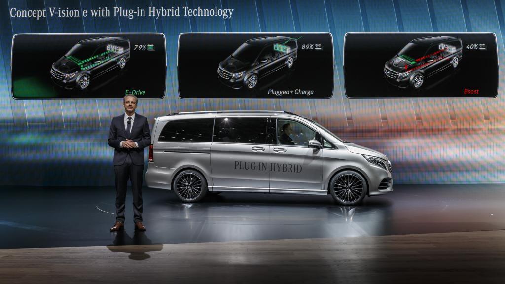 Volker Mornhinweg präsentiert das Concept V-ision e (Bild: Daimler AG)