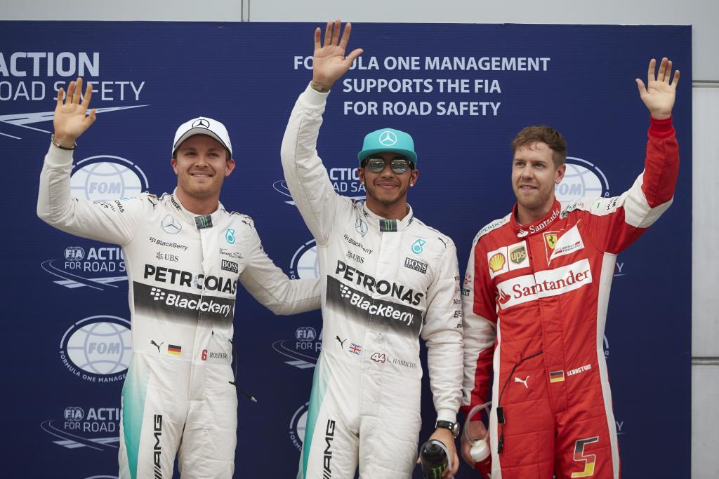 Der Zieleinlauf von rechts nach links: Sebastian Vettel, Lewis Hamilton, Nico Rosberg (Bild: Daimler AG)