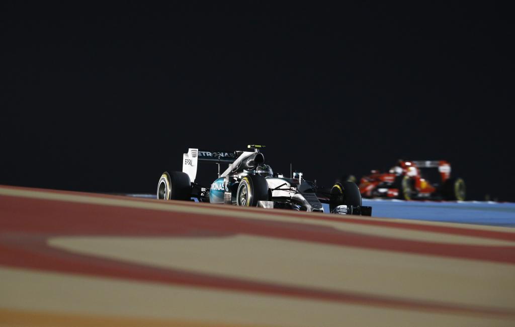 Nacht beim Großen Preis von Bahrain (Bild: Daimler AG)