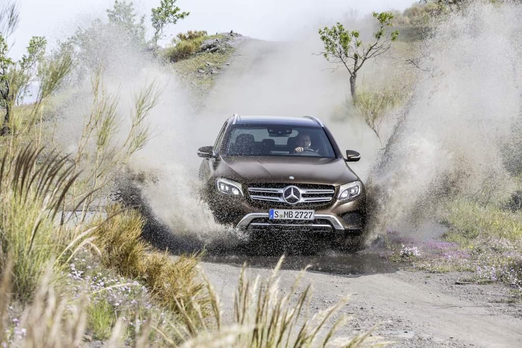 Mercedes-Benz GLC 220d 4MATIC (X 253) 2015, CITRINBRAUN MAGNO, Artico/Stoff Espresso, Offroad Line Exterieur Mercedes-Benz GLC 220d 4MATIC (X 253) 2015, CITRINBRAUN MAGNO, Artico/Stoff Espresso, Offroad Line Exterieur (Bild: Daimler AG)