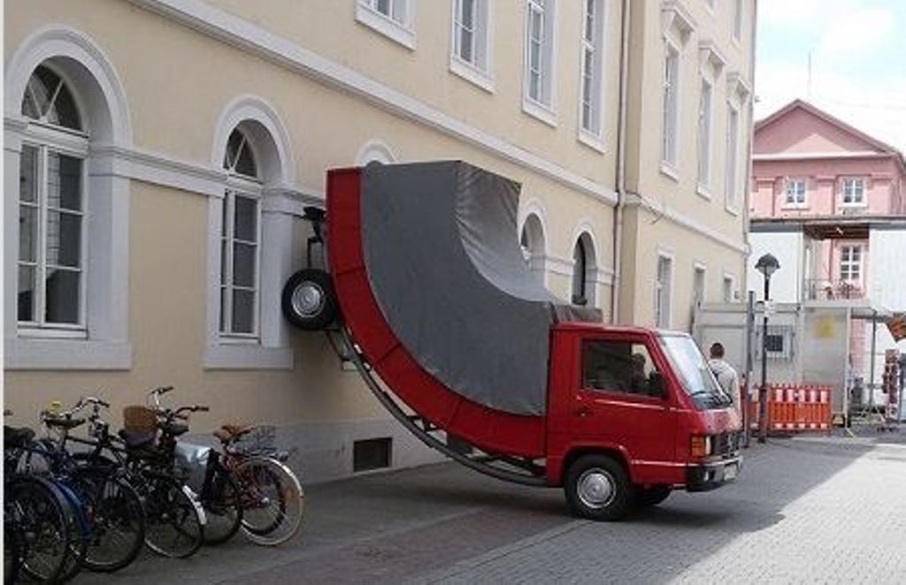 """Das Kunstwerk """"Truck"""" von Erwin Wurm in Karlsruhe (Bild: dulce/MBSLK)"""