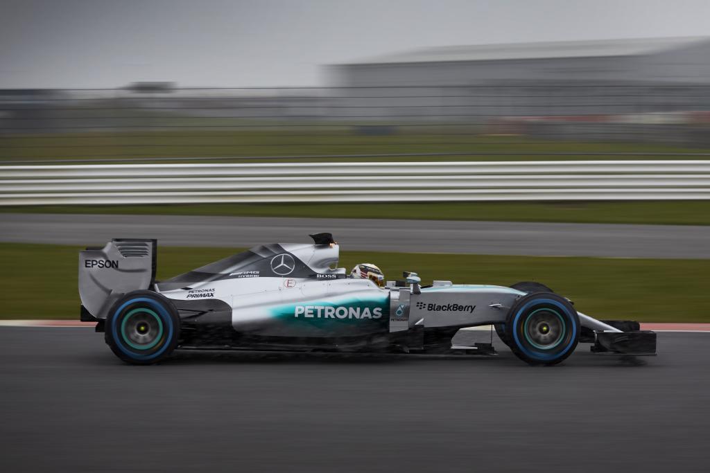 Lweis Hamilton im MERCEDES AMG PETRONAS, F1 W06 Hybrid (Bild: Daimler AG)