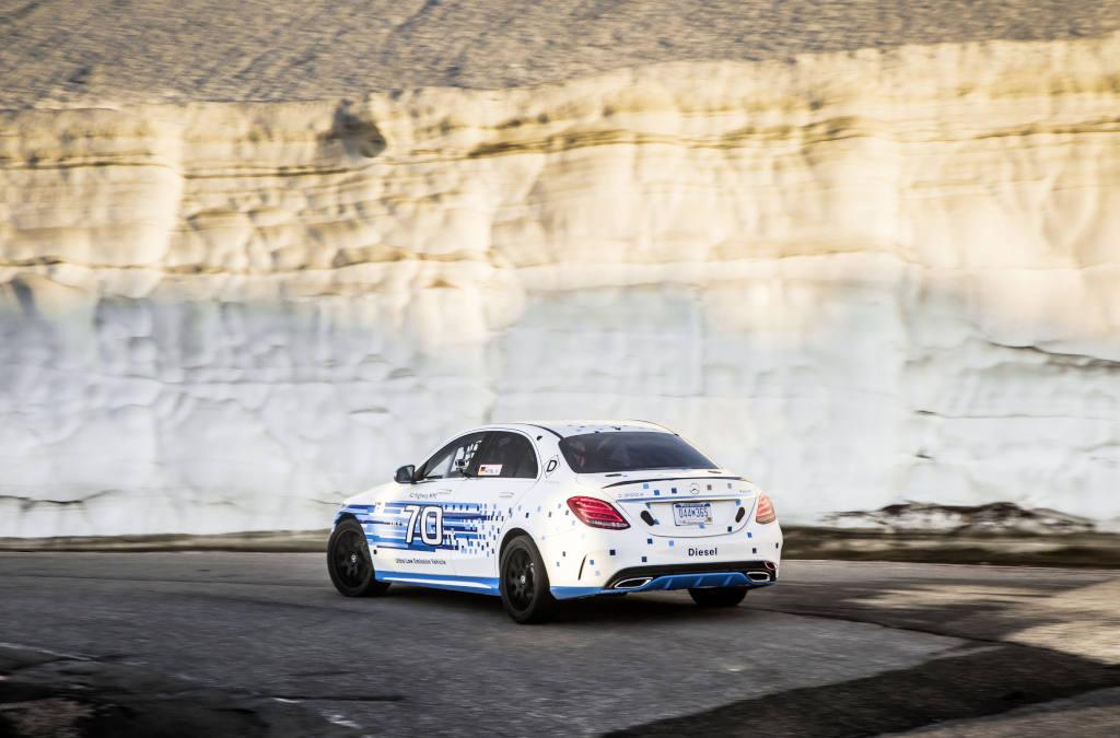 Mit einem nahezu serienmäßigen C 300 d 4MATIC hat Mercedes-Benz beim legendären Pikes-Peak-Bergrennen in den USA einen neuen Rekord für Diesel-Fahrzeuge erzielt (Bild: Daimler AG)