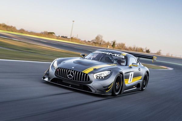 Mercedes-AMG GT3 - die Rennversion mit üppigen Karosserieformen wird wohl so nicht auf die Straße kommen (Bild: Daimler AG)