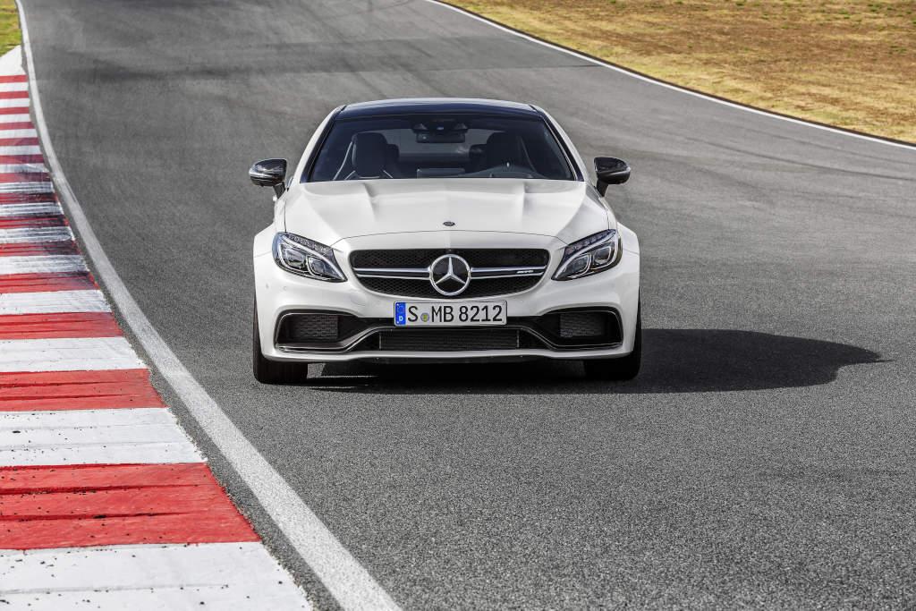 Mit ausgestellten Kotflügeln: Mercedes-AMG C 63 Coupé (Bild: Daimler AG)
