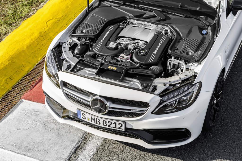 Kraft aus 8 Zylinern, 4 Litern Hubraum und Bi-Turbo-Aufladung: Mercedes-AMG C 63 Coupé (Bild: Daimler AG)