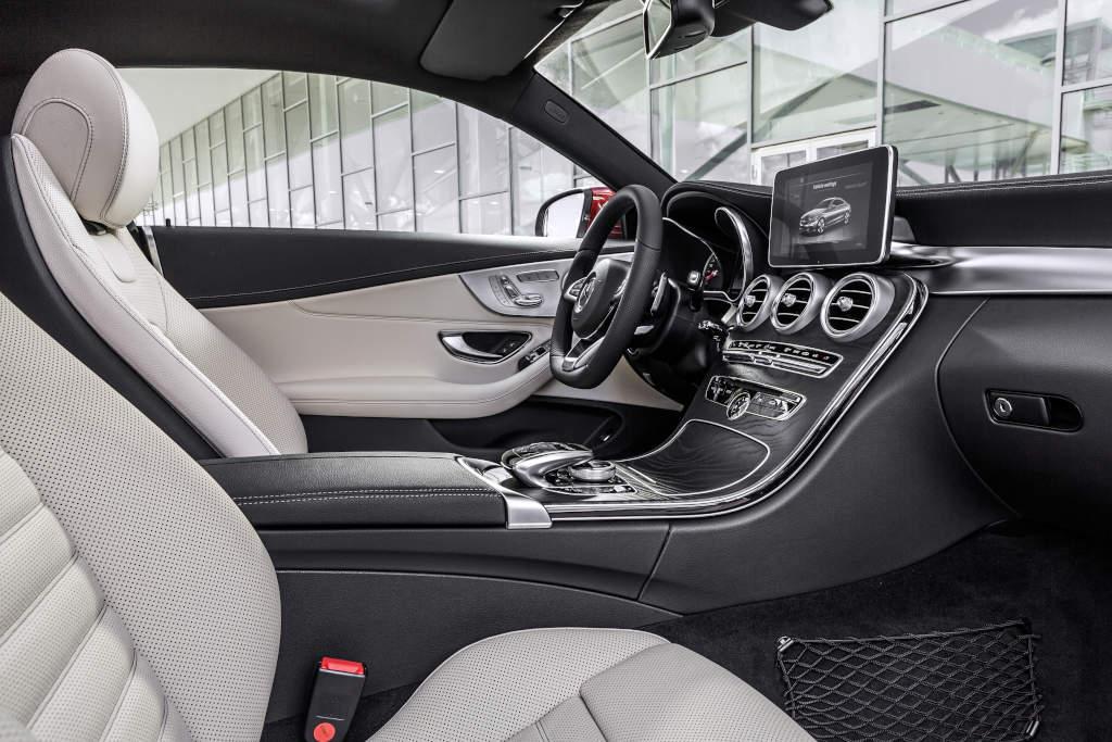 Mercedes-Benz C-Klasse mit Leder Porzellan/schwarz (Bild: Daimler AG)