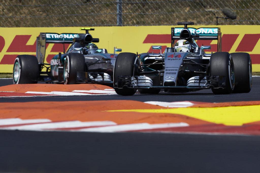Für den Belgien GP werden die beiden Silberpfeile wieder als Favoriten gesehen (Bild: Daimler AG)