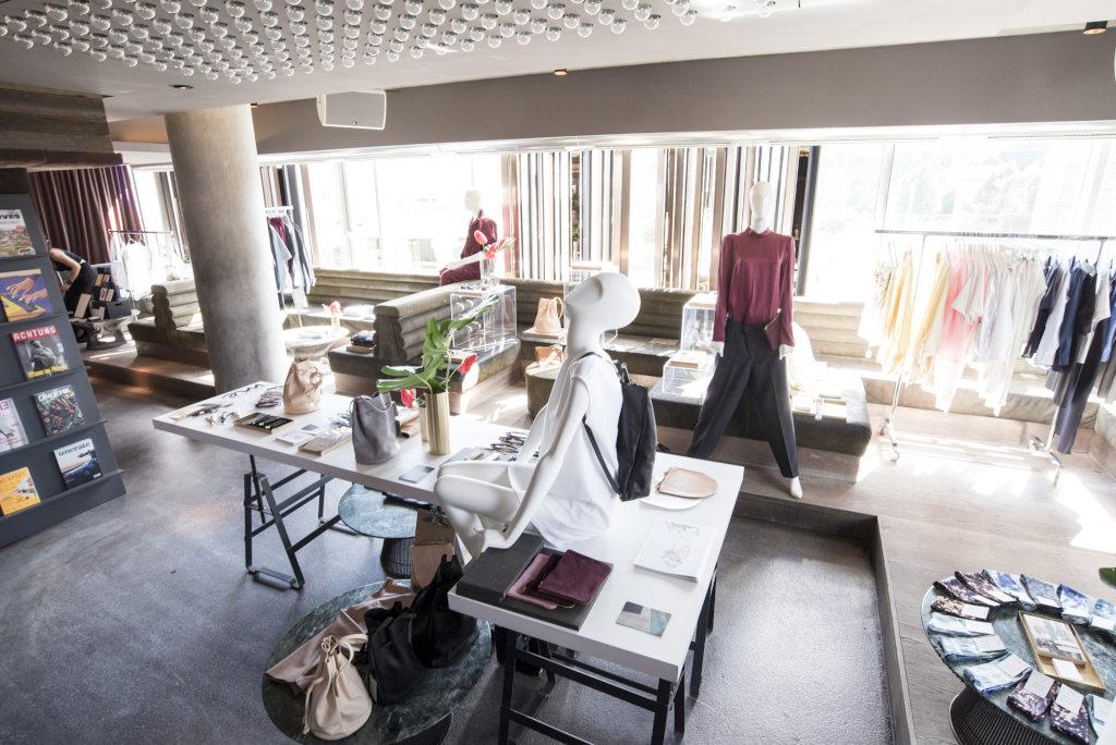 """Discover me –  Im """"Designer Market"""" präsentieren regionale und nationale Designer ihre Mode- und Accessoire-Kollektionen. (Bild: Daimler AG)"""