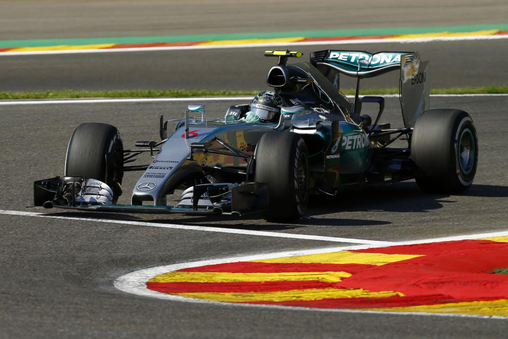 Nico Rosberg muss alles geben, um seine Titelchancen zu wahren (Bild: Daimler AG)