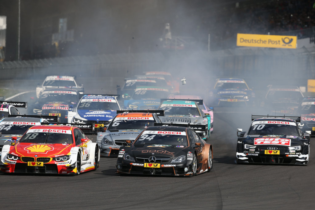 Action in der DTM - Pascal Wehrlein kämpft (Bild: Daimler AG)