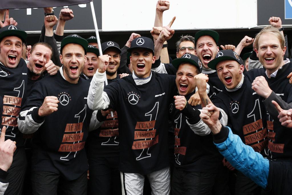 Pascal Wehrlein gewinnt den DTM Fahrertitel 2015 (Bild: Daimler AG)