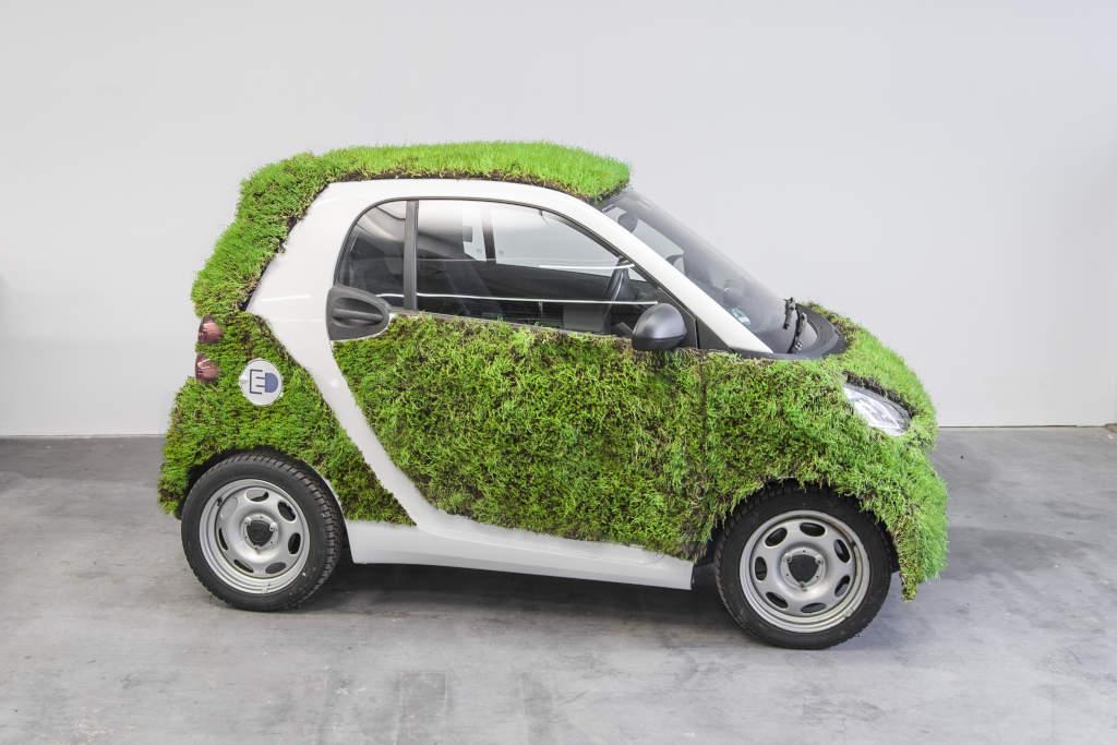 """""""Green Skin"""" - Ein begrünter Smart fortwo soll Erkenntnisse bringen, ob eine solche Fahrzeugoberfläche zukunftsfähig ist (Bild: Daimler AG)"""