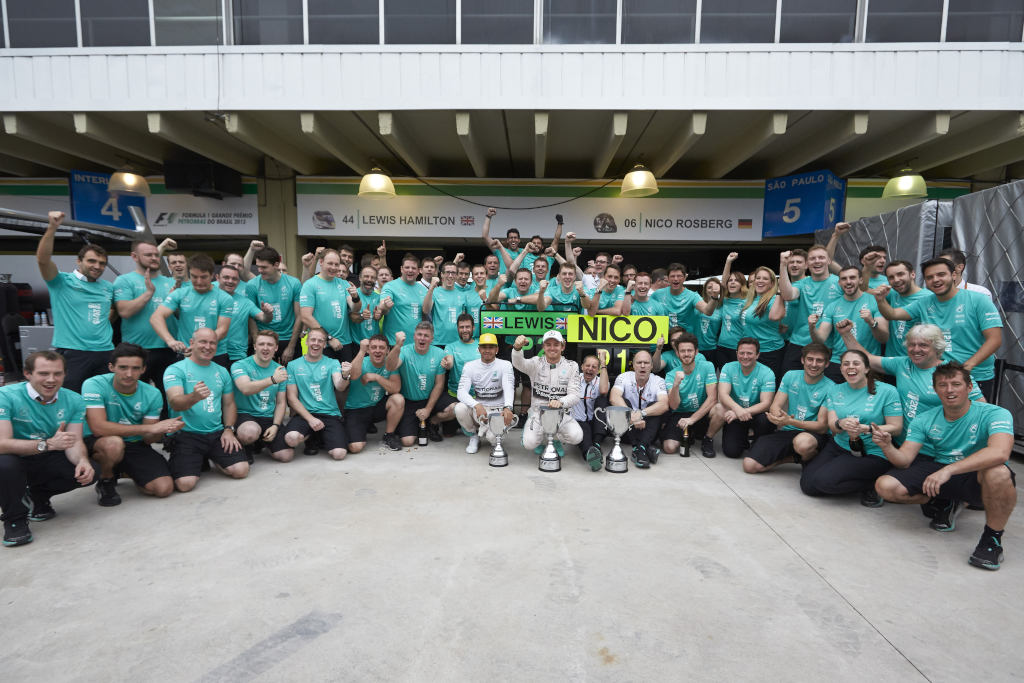 won, two: Weltmeister Lewis Hamilton und Vize-Weltmeister Nico Rosberg, Formel 1 Kontrukteurs-Weltmeister Mercedes-AMG (Bild: Daimler AG)