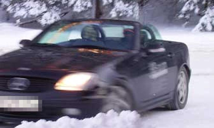 """Hier sind die Verhältnisse klar: Bei Schnee müssen Winterreifen drauf. Wenn es """"nur"""" kalt ist, kann gilt sie nicht, wenn es wärmer ist als -7 Grad (Bild: Sven Kamm)"""