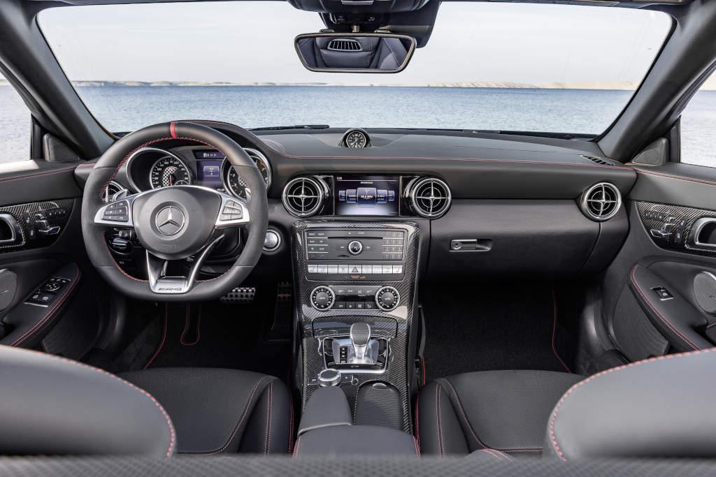 Mercedes-AMG SLC 43, Interieur, Leder Nappa exklusiv mit roter Ziernaht (Bild: Daimler AG)