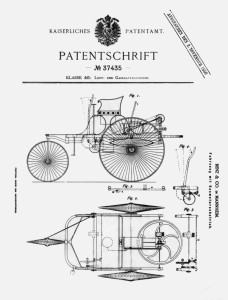 """Geburtsurkunde des Automobil: Patent des """"Fahrzeugs mit Gasmotorenbetrieb"""" DRP 37435 beim deutschen Kaiserlichen Patentamt in Berlin. Seit 2011 gehört die Patentschrift zum UNESCO-Weltdokumentenerbe. (Bild: Daimler AG)"""
