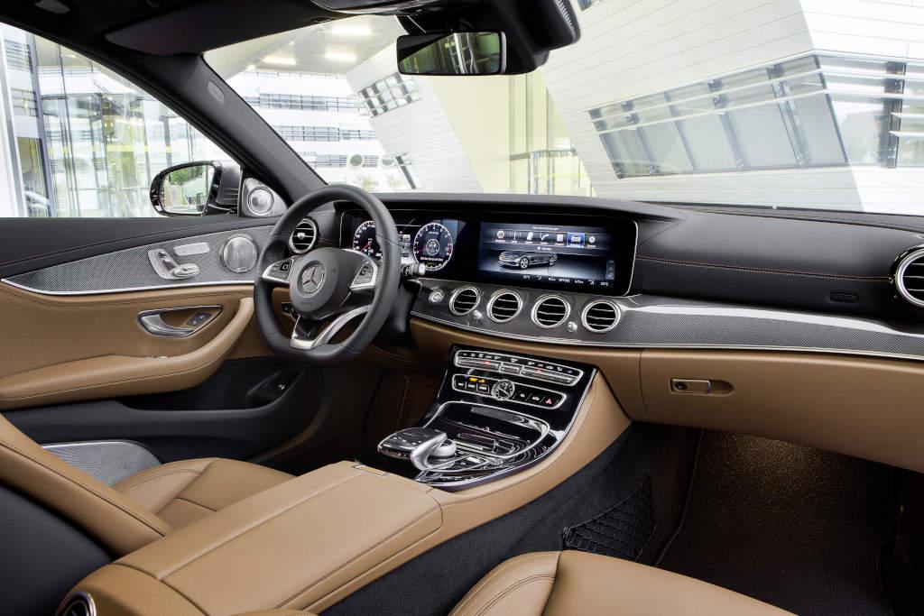 Interieur, Leder schwarz/sattelbraun (Bild: Daimler AG)