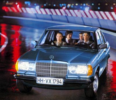Ein neuer Mercedes betritt die Bühne: Der W123 (Bild: Daimler AG)