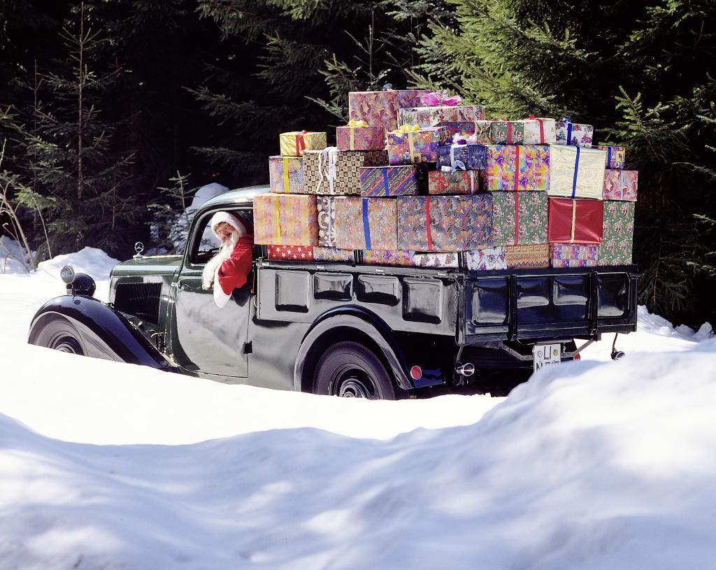 Ab 1936 fährt auch der Weihnachtsmann einen Mercedes-Benz 170 V (Bild: Daimler AG)