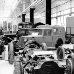 Variantenreich: Der Mercedes-Benz 170V auf der Technischen Messe 1947 in Hannover - als Renn- Personen- und Krankenwagen (Bild: Daimler AG)