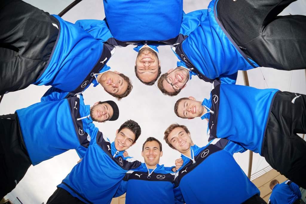 Mercedes-AMG DTM Piloten 2016: Esteban Ocon, Paul Di Resta, Gary Paffett, Robert Wickens, Christian Vietoris, Daniel Juncadella, Maximilian Götz und Lucas Auer (Bild: Daimler AG)