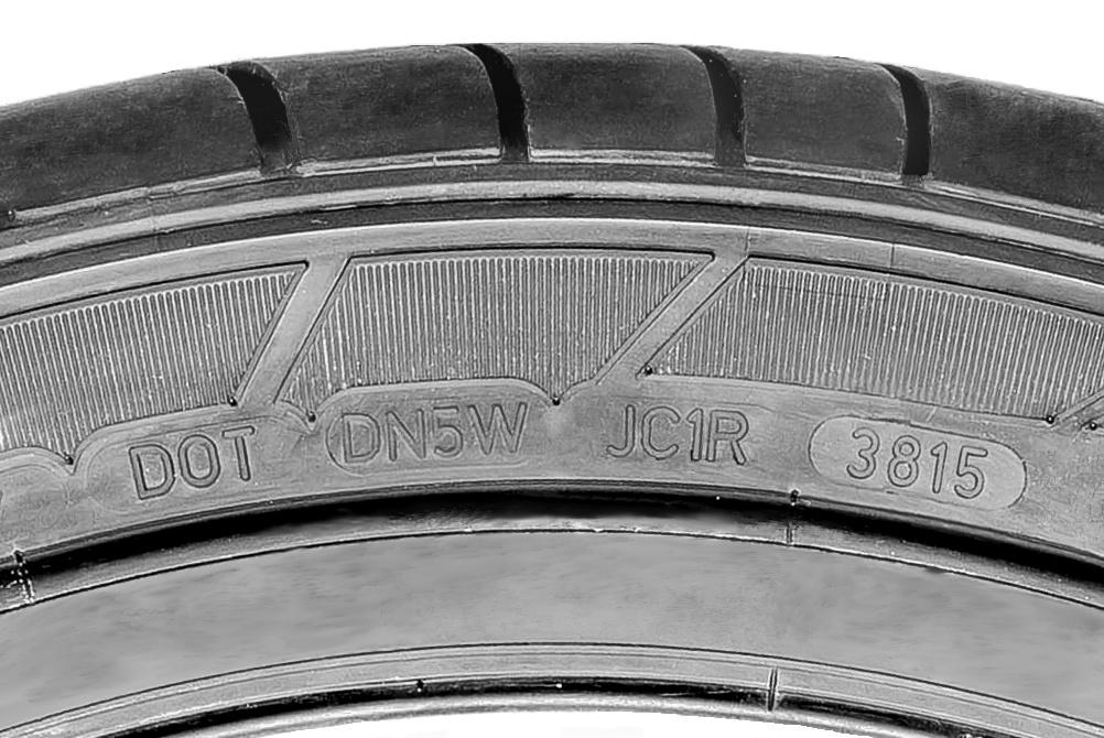 Rückruf Dunlop SportMaxx GT-Sommerreifen in der Größe 255/40ZR19 100Y XL produziert in den Kalenderwochen 37 and 38 im Jahr 2015 (Bild: Dunlop).