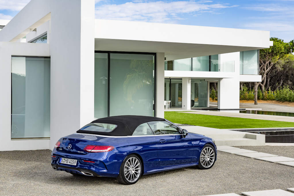 Mercedes-Benz C 400 4MATIC Cabriolet,  Exterieur: Brilliantblau AMG Line; Interieur: kristallgrau (Bild: Daimler AG)