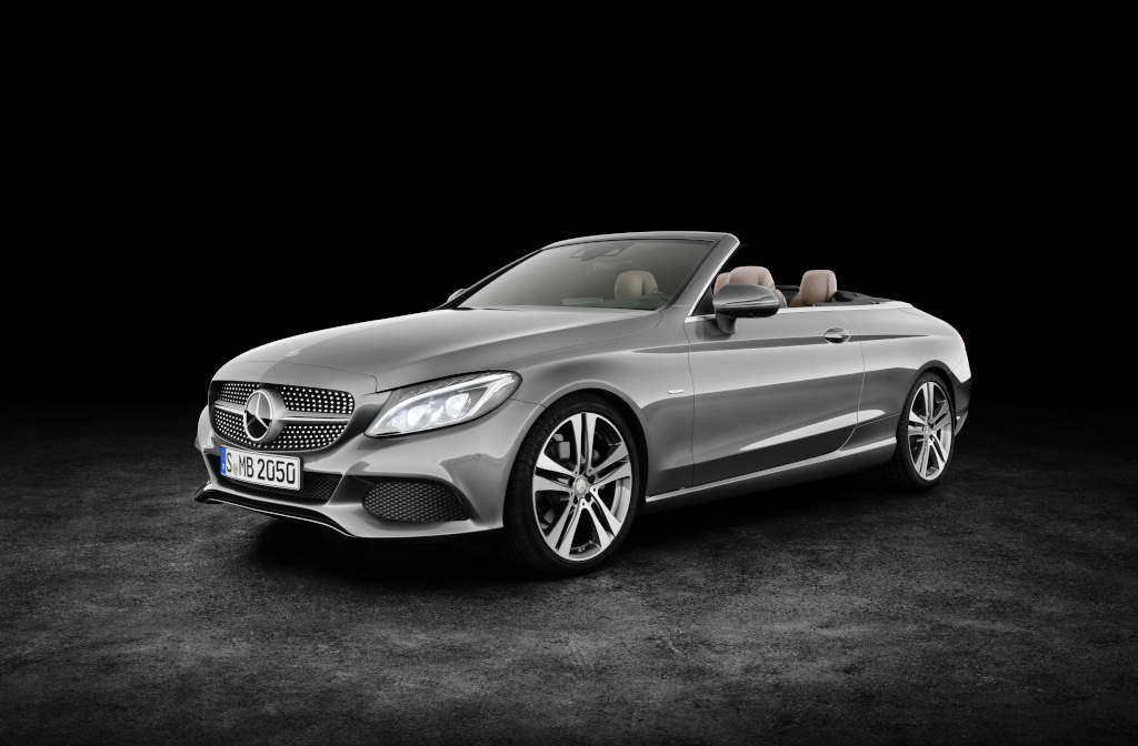 Mercedes-Benz C 220d 4MATIC Cabriolet, Edition 1,  Exterieur:  designo selenitgrau magno, AMG Line; Interieur: schwarz/nussbraun (Bild: Daimler AG)