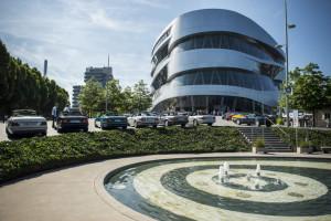 Mercedes-Benz Museum lädt BMW Mitarbeiter zum kostenlosen Besuch - als Gratulation zum 100-jährigen Jubiläum der Marke BMW (Bild: Daimler AG)