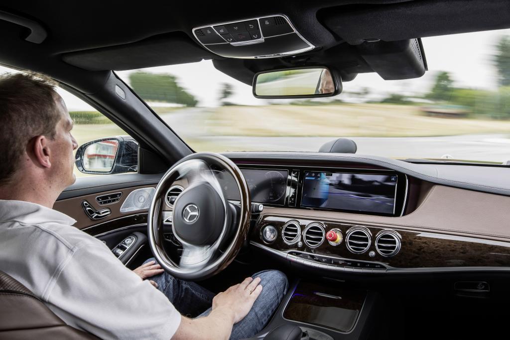 Autonomes Fahren - wenn der Computer einen Fehler macht, ist es nicht mehr so entspannend (Bild: Daimler AG)