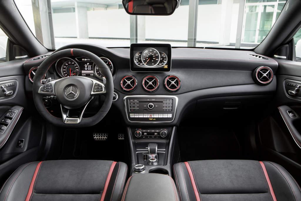 Mercedes-AMG CLA 45 Shooting Brake; X117; Interieur: Schwarz, Performance Sitze (Bild: Daimler AG)