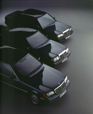 """Alles schon mal dagewesen: Alle Mercedes sehen irgendwie gleich aus : S-Klasse W 140, E-Klasse W 124, """"C-Klasse, Baby Benz, 190er"""" W 201 (Bild: Daimler AG)"""