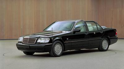 Landaulet auf Basis des W 140 als Fahrzeug für Papst Johannes Paul II (Bild: Daimler AG)