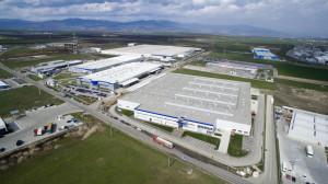 Daimler startet Produktion von Neungang-Automatikgetrieben in Rumänien: Die neu entstandene Produktionsfläche bei der Daimler-Tochter Star Assembly in Sebes entspricht der Größe von circa zehn Fußballfeldern. (Bild: Daimler AG)