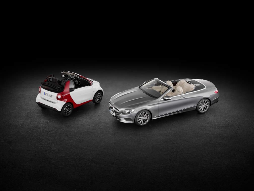 Das größte und das kleinste Cabriolet der Mercedes-Benz Cars Gruppe: Smart fortwo Cabriolet und S 500 Cabriolet (Bild: Daimler AG)