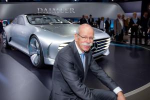 Der Daimler Vorstandschef hat (wieder) gut Lachen: Dr. Dieter Zetsche bei der Hauptversammlung der Daimler AG 2016 in Berlin (Bild: Daimler AG)