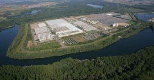 Das Mercedes-Logistik-Zentrum in Germersheim. 2.800 Mitarbeiter verwalten hier Ersatzteile (Bild: Daimler AG)
