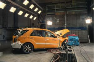 Mangelnde Fähigkeit zur Vorfinanzierung: Versicherung muss unter Umständen Nutzungsausfall lange zahlen (Bild: Daimler AG)