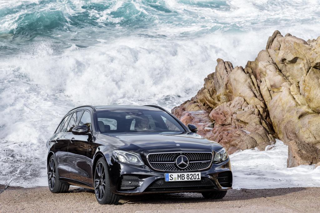 Mercedes-AMG E 43 4MATIC T-Modell, S 213, Exterieur: obsidianschwarz (Bild: Daimler AG)