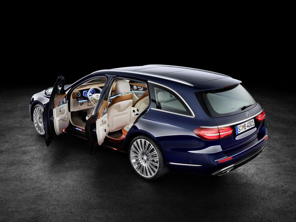 Mercedes-Benz E-Klasse T-Modell, S 213, Exterieur: Exclusive Line, cavansitblau (Bild: Daimler AG)