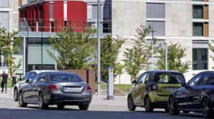 Community-parking: Vereinfacht die innerstädtische Parkplatzsuche vernetzte Lösung für das schnelle Auffinden frei verfügbarer Parkplätze (Bild: Daimler AG)