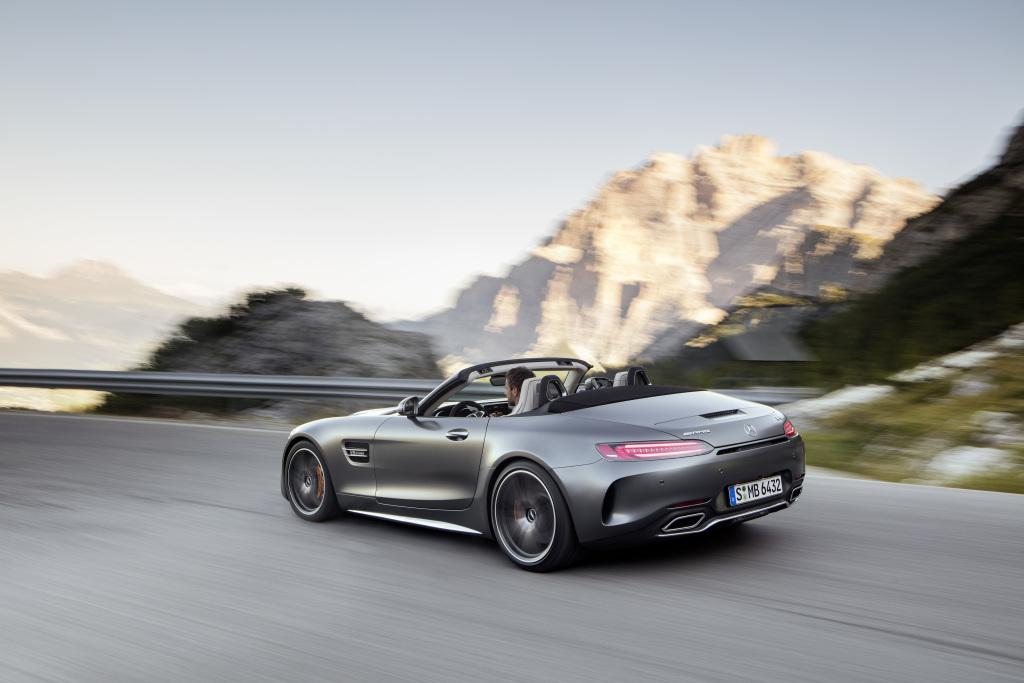 AMG GT C Roadster (R 190), Exterieur: designo selenitgrau magno; Interieur: Leder Nappa Exklusiv macchiatobeige (Bild: Daimler AG)