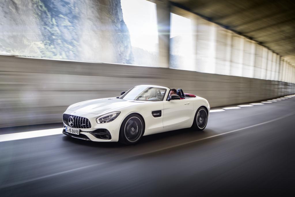 AMG GT Roadster (R 190 Exterieur: designo diamantweiß bright; Interieur: Leder Nappa Exklusiv schwarz/ red pepper (Bild: Daimler AG)